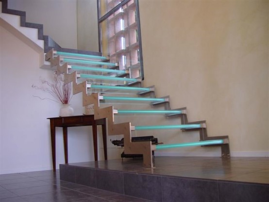 glass-staircase-with-LEDs-554x415